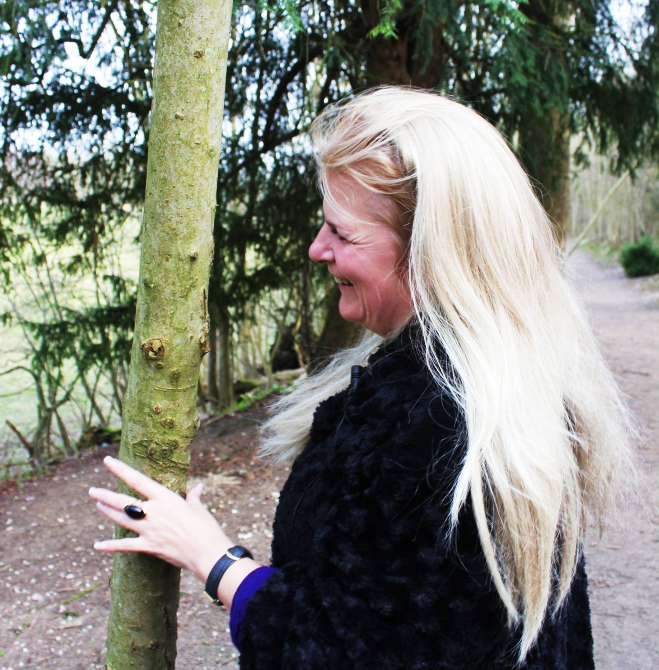 Portrait showing [sychic medium Amanda scanning her hand over a tree